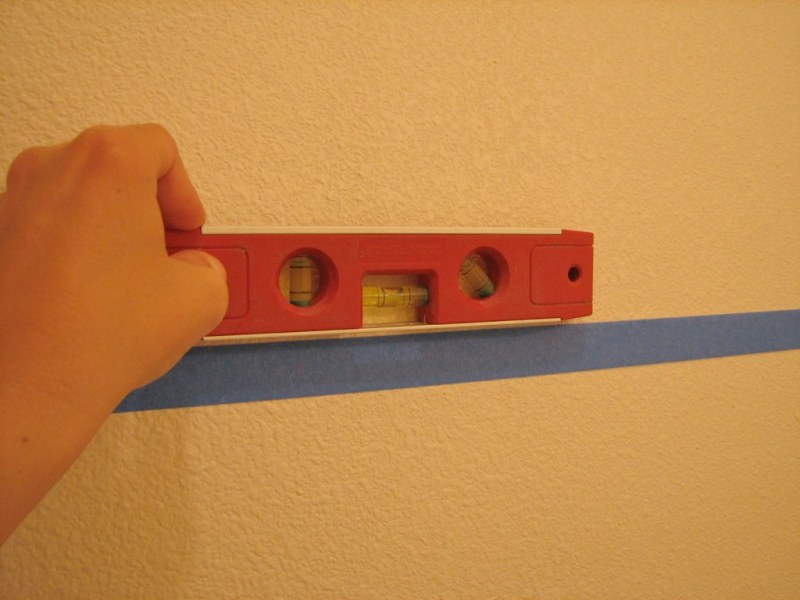 Leveling the painter's tape