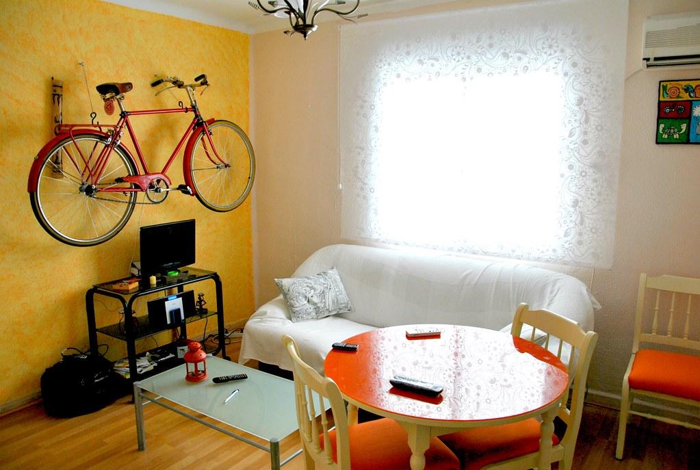 Salón con bicicleta