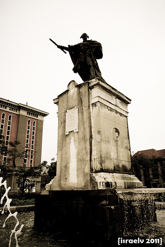 King Carlos IV, Plaza Roma by israelv