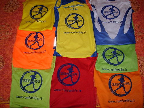 "Foto ""T-shirt Run for life (www.runforlife.it)"" by unpodimondo - flickr"