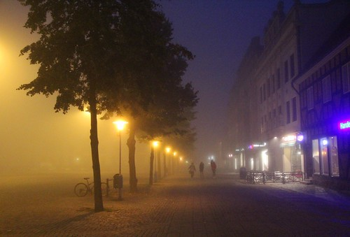 Småstad i dimma / Small town in fog