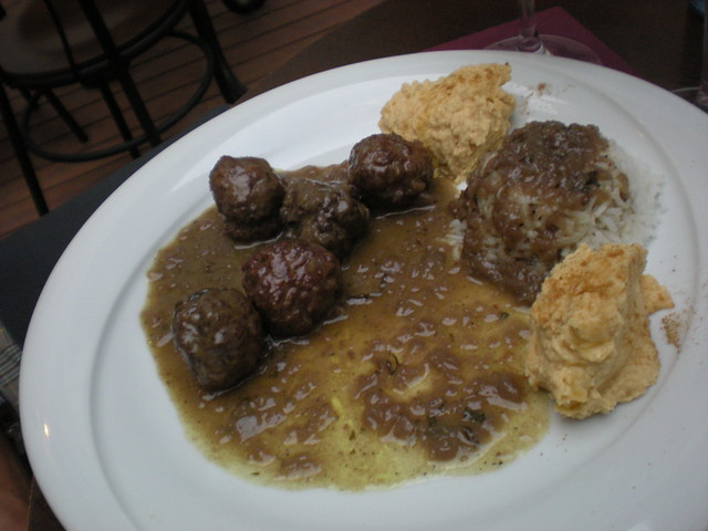Lamb meatballs with gravy