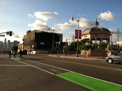 More First Street green bike lane action at Mariachi Plaza