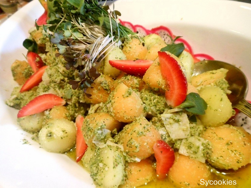 5.basil pesto melon and ham salad