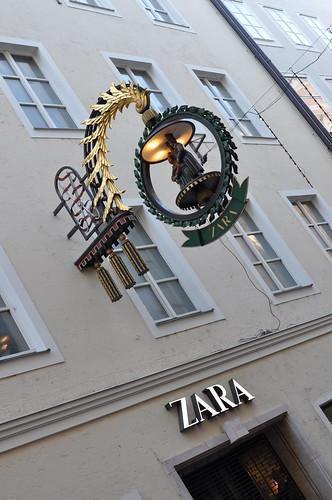 Photo:Getreidegasse Salzburg: Zara By:wuestenigel
