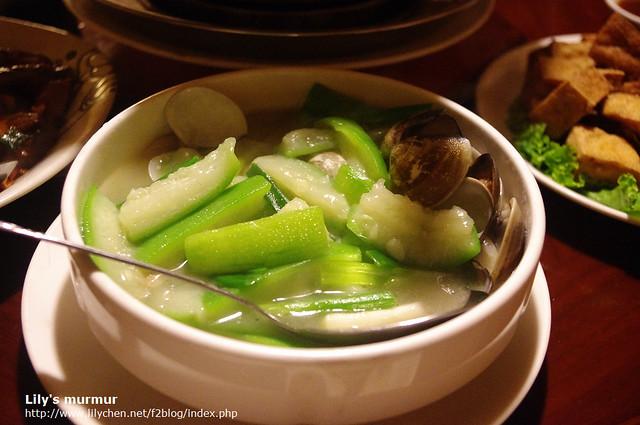 清爽好吃的蛤蜊絲瓜,適度中和了味覺。