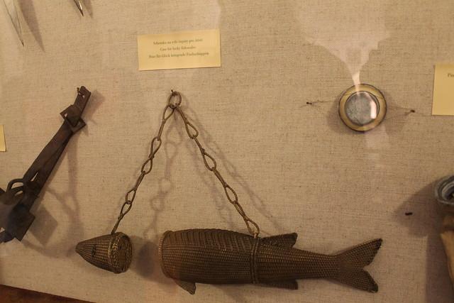 étui pour écailles de poisson porte-bonheur, exposition Jara Cimrman, Petřin, Prague