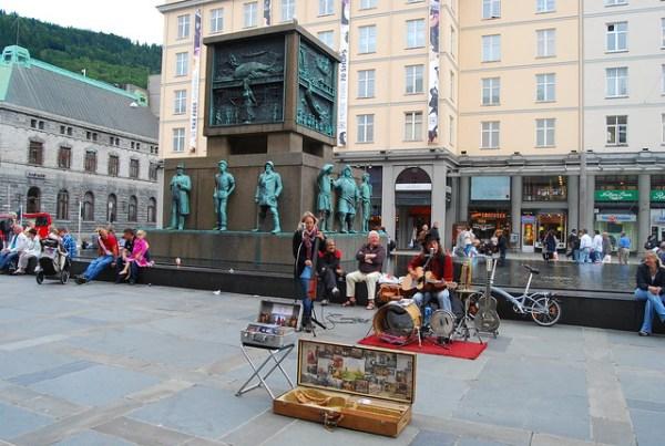 Músicos callejeros en Bergen