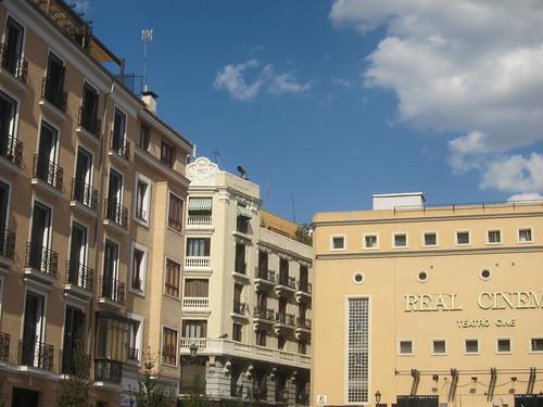 Plaza de Isabel II. Caños del Peral con Calle de La Priora