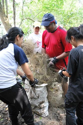 114pre-national-day-cleanup-lim_chu_kang-06aug2011[kpinto]