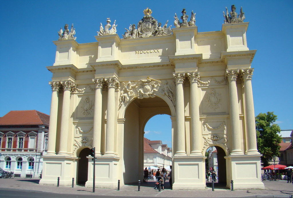 La Puerta de Brandeburgo de Potsdam Alemania 03
