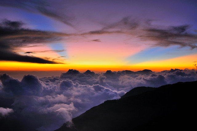 Sea of clouds  in Mt. Hehuan 合歡雲海霞光