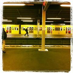 電車待ち。虫の音が聴こえる