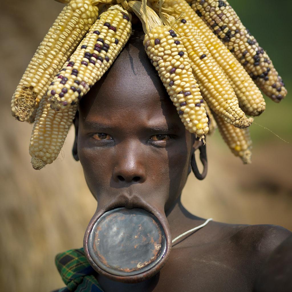 Populares Omo, a tribo que é artista, no meio da Africa | kosmiche QU89