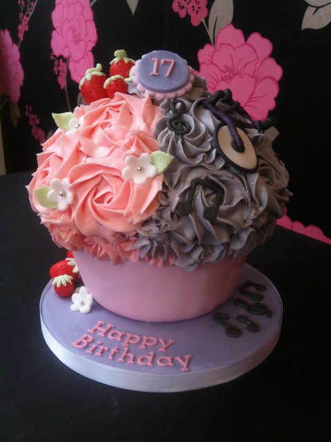 Cirencester Cupcakes - Joint Birthday Giant Cupcake