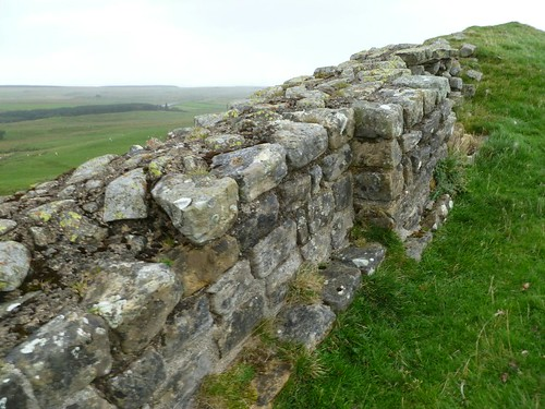 Curtain wall on Sewingshields Crags showing expansion point