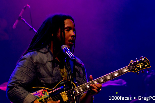 Stephen Marley Plays Guitar