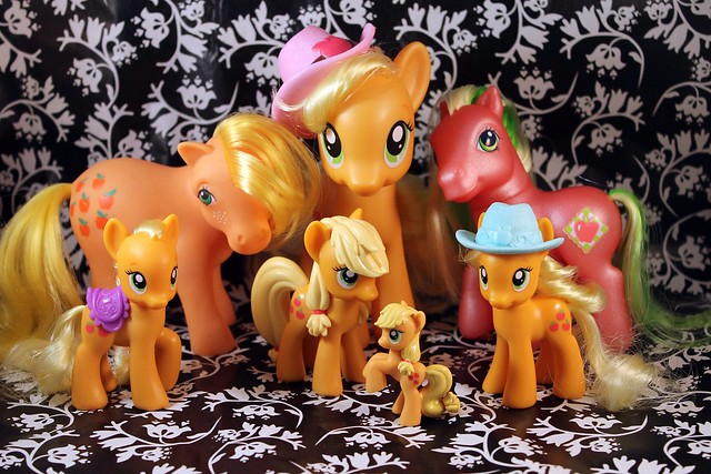 328/365- Applejack Family Reunion