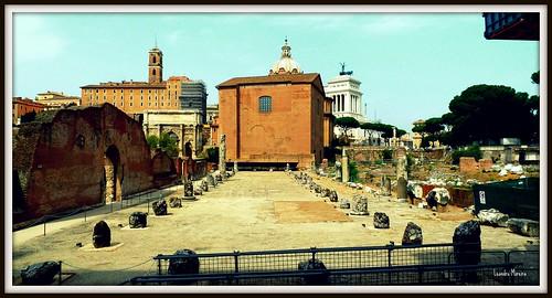 Vista lateral da Curia Julia, a partir da Basílica Aemilia