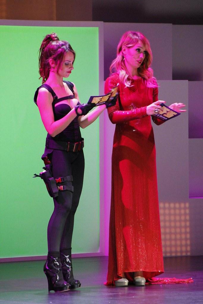 Nerea Garmendia, ataviada como Lara Croft protagonista de Tomb Raider, y Patricia Conde