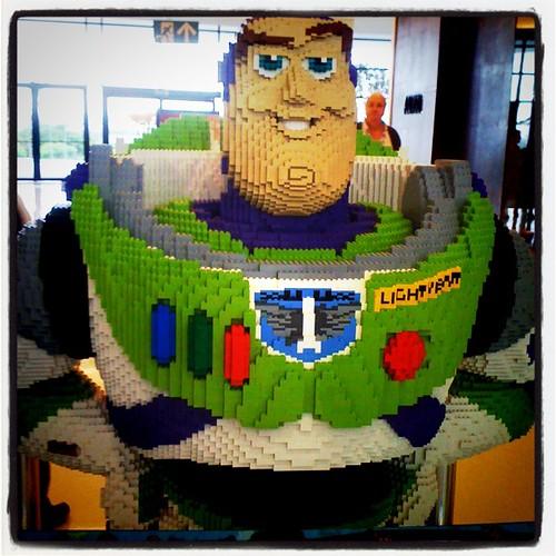 Buzz Lightyear de Lego, em tamanho real!