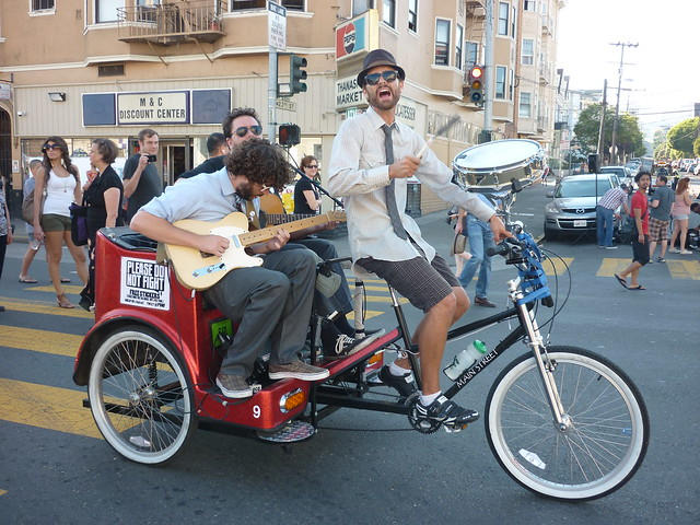 2011_1022_sundaystreets51