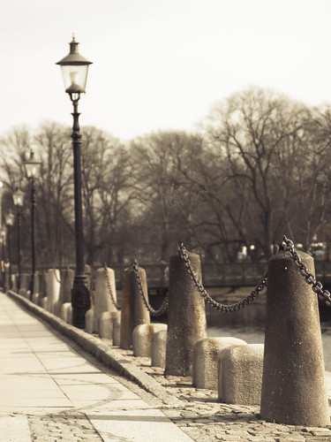 88/366 - Lamppost by the canalside by Flubie