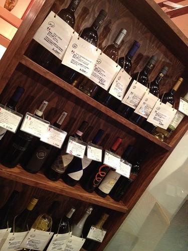 ワインはディスプレイから選べます@三郎酒場 恵比寿