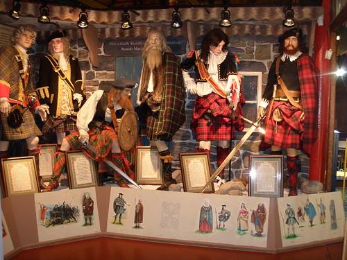 Día 4: Reino Unido (Escocia: Edimburgo con Ciudad Vieja y Nueva, Calton Hill, Princess Street, National Gallery & Museum, Greyfriars Kirk, Universidad, Catedral, Castillo, Royal Mile, etc).