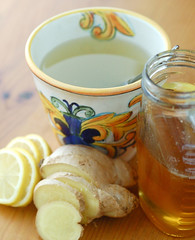 whole lemon and ginger tea with honey