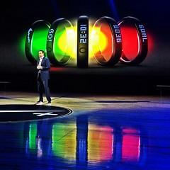 Mike Parker, CEO de @Nike, lanzando el Nike+ F...
