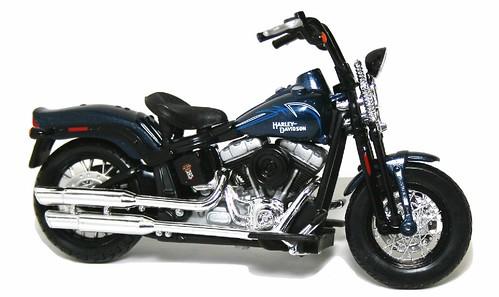 Maisto Harley FLSTSB 2008 Cross Bones