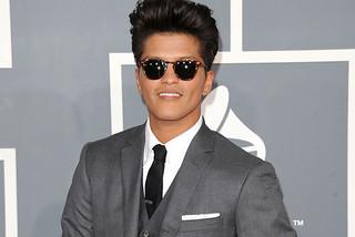 "Bruno Mars wears Benjamin Eyewear ""Nicole..."