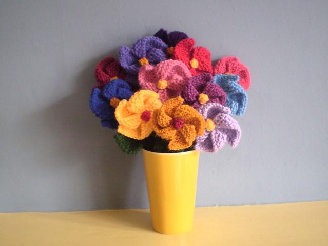 Free Pattern - Knit Pinwheel Flowers ♥ by Frankie Brown on Ravelry