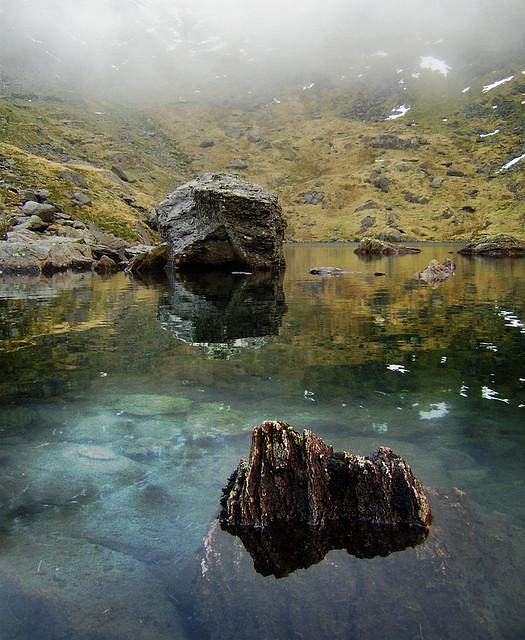 Low Tarn Rocks