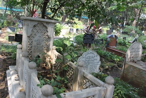 Image result for meena kumari grave