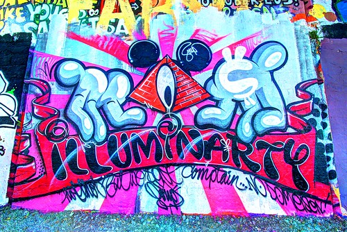 "Illuminarty • <a style=""font-size:0.8em;"" href=""http://www.flickr.com/photos/91619724@N04/13392097753/"" target=""_blank"">View on Flickr</a>"