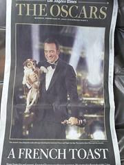 """Jean Dujarin avec son Oscar pour le film """"..."""
