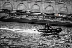 Quais de Seine  - Police fluviale (N/B)