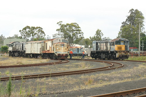 """1769D waits to couple up to 1225 for the trip to Swanbank <a style=""""margin-left:10px; font-size:0.8em;"""" href=""""http://www.flickr.com/photos/121033385@N05/13319349963/"""" target=""""_blank"""">@flickr</a>"""