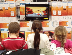 children watching TV at SAMS Club