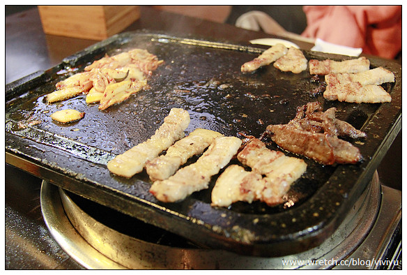 [韓國]明洞韓國烤肉.順鳳烤肉~韓劇必吃三層肉包芝麻葉 @VIVIYU小世界
