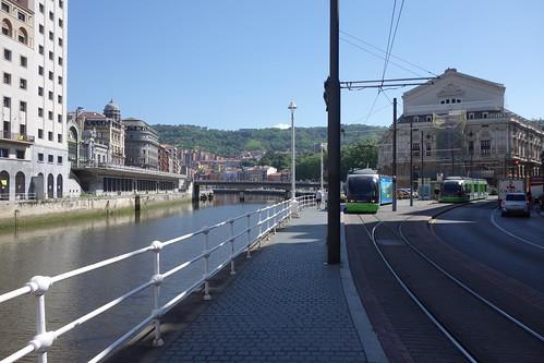 Il est passé devant une gare, et a frôlé plusieurs tramways !