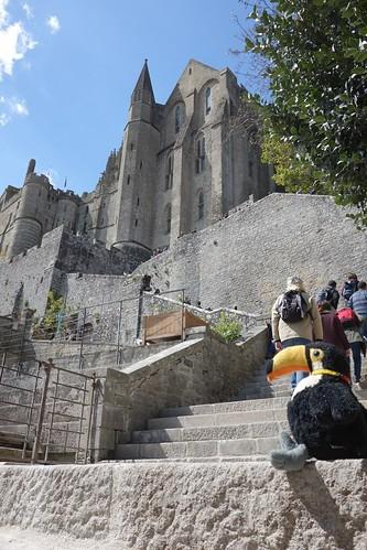 Une abbaye gigantesque a été construite au fil des siècles sur le mont.