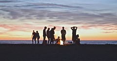 "Das Lagerfeuer. Die Lagerfeuer. Das Lagerfeuer am Strand. • <a style=""font-size:0.8em;"" href=""http://www.flickr.com/photos/42554185@N00/26215549013/"" target=""_blank"">View on Flickr</a>"