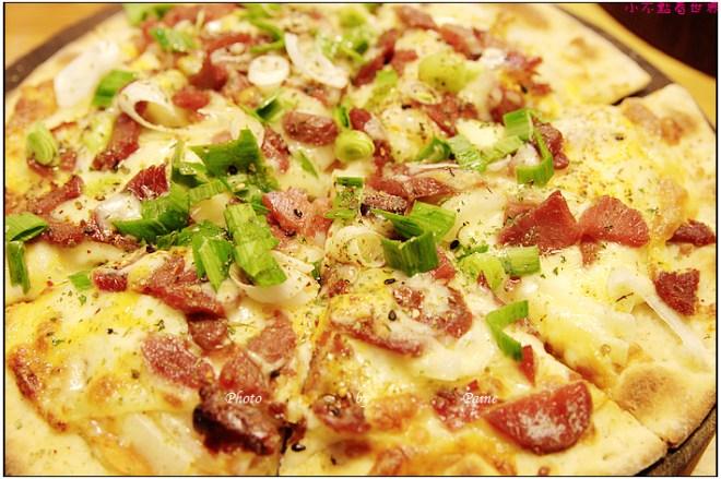 中壢中原monkey in rain pizza (34).JPG