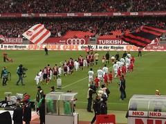 Kiyotake und seine Mannschaft vor dem Spiel gegen Borussia Mönchengladbach