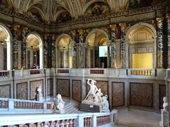 Kunsthistorisches museum stairway