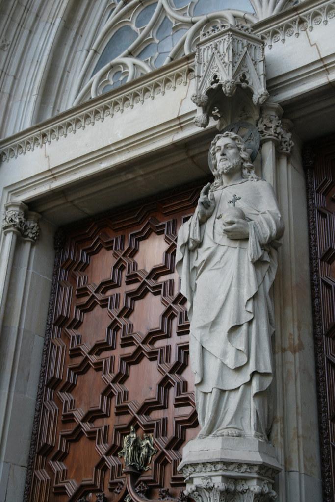 Entrée de la cathédrale Sainte Eulalie