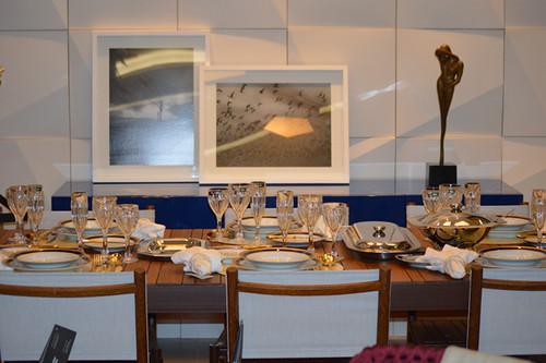 Décor elegante destaca a mesa da Novo Stilo Móveis
